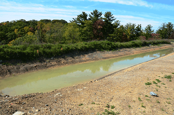 Water Retaining Pond : Stormwater basins how detention and retention ponds work