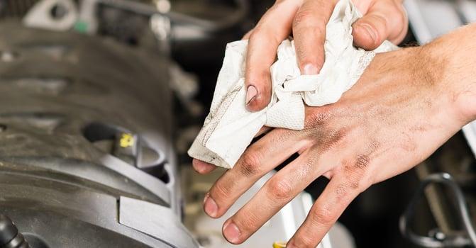 shop-wipe-dirty-hands.jpg